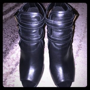 Beautiful Mkors leather Blaise Booties!